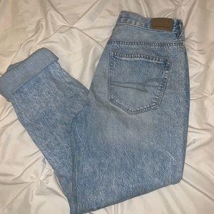 American Eagle High waisted mom jeans size 6 reg.